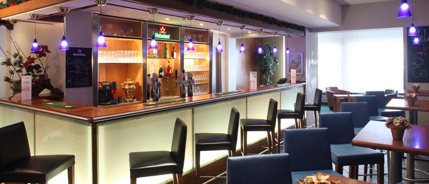 austria_st-christoph_chalet-hotel-st-christoph_bar-area.jpg